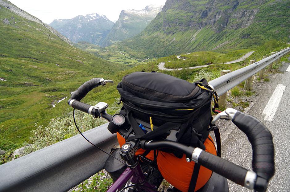 Descente vers Geiranger. Møre og Romsdal.