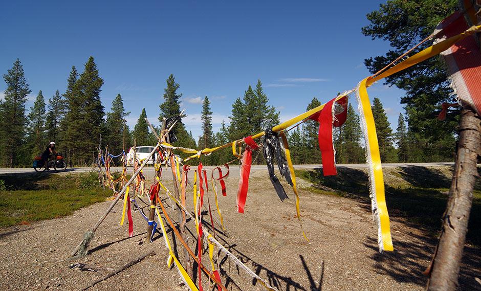 """À l'approche d'Enontekiö, franchissons les limites d'une """"siida"""". Lapmi."""