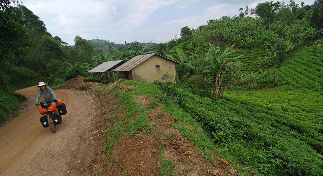 Chez les Pygmées! (Kisoro, Ouganda – KM 18 075)