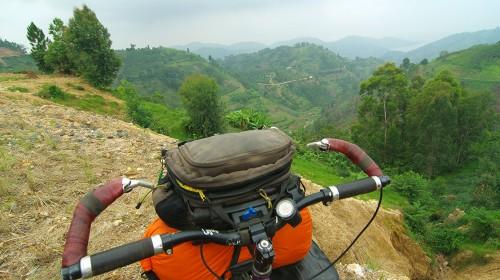 Nos joyeux travaux rwandais! (Kigali, Rwanda – KM 18 635)